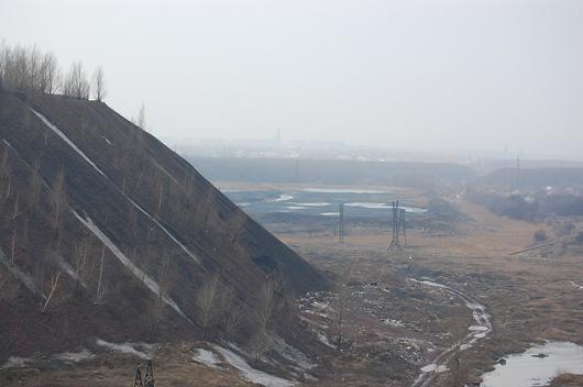 Вид на террикон шахты 13-бис и её отстойники